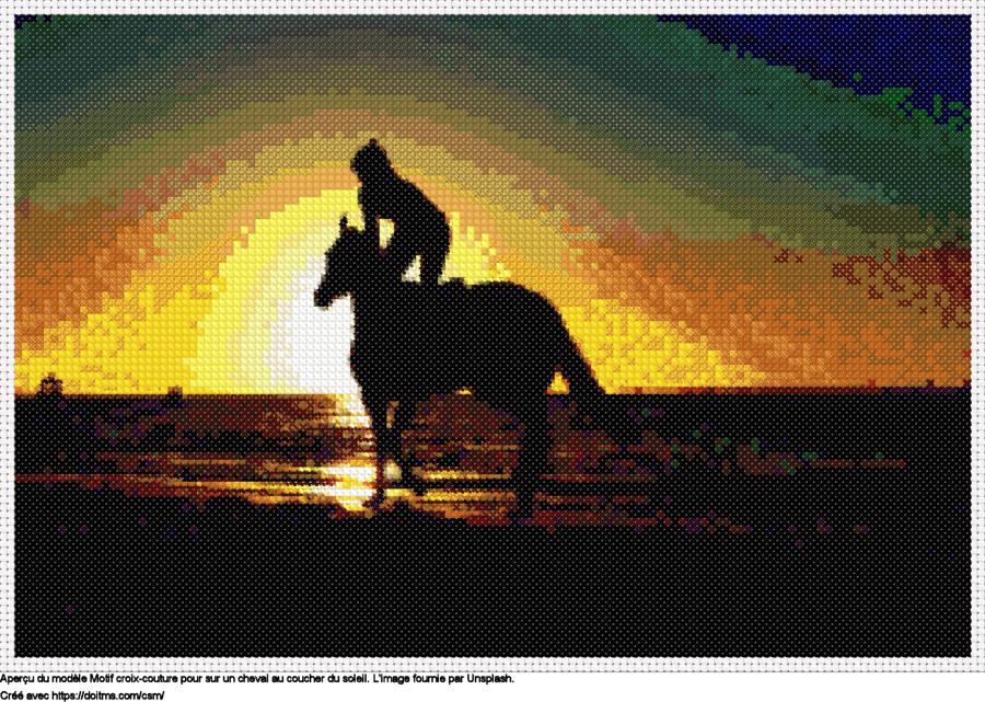Motif de point de croix Sur un cheval au coucher du soleil gratuit
