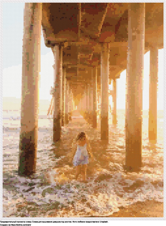 Девушка под мостом